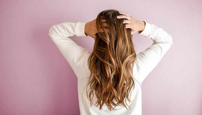 Cheveux, le principe de la cure de Sébum