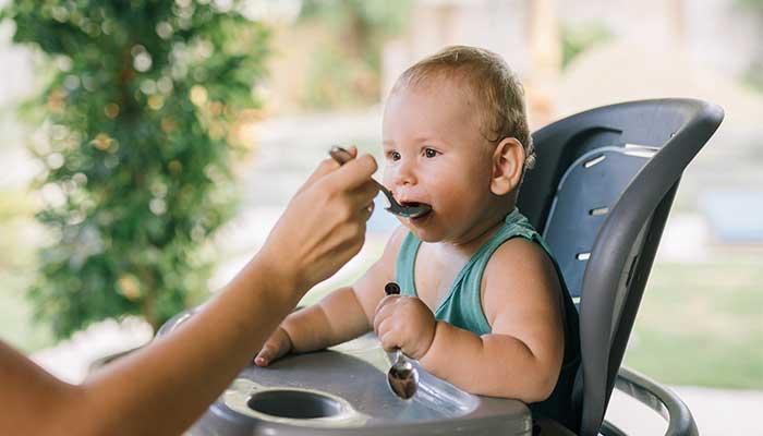 Tout savoir sur la diversification alimentaire chez le bébé