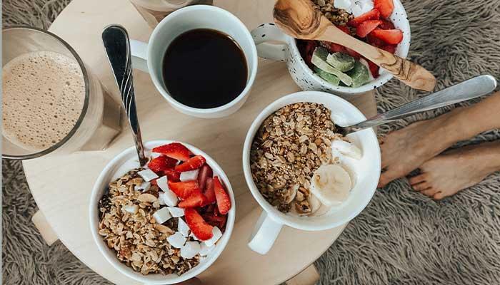 Un petit déjeuner équilibré, des exemples sains et gourmands